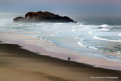 Dawn Patrol (Gary Grossman) Tags: ocean beach oregon sunrise landscape dawn pacific pacificocean shore bandon nationalwildliferefuge seastacks dawnpatrol