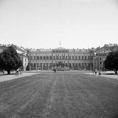 Villa Reale, Monza 3#9 (magioca65) Tags: italy 6x6 film italia voigtlander 400 bakelite 1939 400iso monza skopar f35 brillant villareale rpx bachelite ruleof16