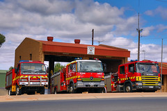 Out the front of Berri Station (adelaidefire) Tags: sa samfs mfs south australian metropolitan fire service berri 60 isuzu moore engineering scania lowes industries 180 mercedes atego liquip 0090 213