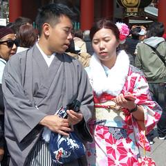 #1586 couple in kimono (Nemo's great uncle) Tags: kimono 着物 和服 呉服 sensōji 浅草寺 asakusa 浅草二丁目 taitōku 台東区 tōkyō 東京