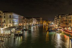 View on the Grand Canale from the Rialto Bridge (Tim&Elisa) Tags: venice italy canon venetië rialtobridge grandecanale longexposure night dark water