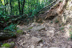 Trilha do Serrote - Pouso Alto/MG (Rafaelp_) Tags: brazil brasil canon do minas gerais zoom sigma mg pa pico 70300mm alto morro escadas trilha ribeiro escadaria serrote escravos rachado pouso t4i