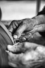 The knife grinder [Explored 07/30/2014] (Claudia Merighi) Tags: people blackandwhite blancoynegro monochrome closeup handicraft persona trabajo noiretblanc pentax mani manos pb scissors study mole mains pretoebranco grinder artisan artigiano k5 knifegrinder svart ciseaux afilador afilar schere forbici meule blek blackandwhitephotos metier amoladora rémouleur blackandwhiteonly scherenschleifer tejeras schwarzweisfotos pentaxk5 schleifscheibe lamerighi claudiamerighi rémouler bleksvart