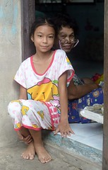 pretty preteen girl with her grandmother (the foreign photographer - ) Tags: grandma girl portraits thailand nikon pretty grandmother bangkok doorway preteen khlong bangkhen thanon d3200