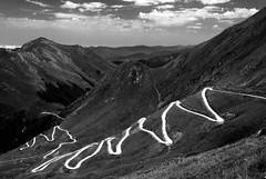La route du port d'Aula (Ariège) (PierreG_09) Tags: seix ariège pyrénées pirineos couserans aula portdaula route conversion bw nb noiretblanc pathscaminhos sw