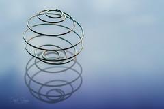 Twist (Inky-NL) Tags: macromondays metal madeofmetal hmm mm fujixt2 fuji60mmf24 twist ball ingridsiemons©2017 reflection minimalism minimalistisch explore explored explore14032017