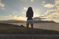 Mirando al mar. (www.rojoverdeyazul.es) Tags: autor álvaro bueno españa spain summer verano mar sea océano ocean atlántico atlantic chica girl mujer woman