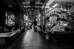 _DSF0834 (Antonio Balsera) Tags: bw bn madrid mercadomaravillas frutería gente comunidaddemadrid españa es