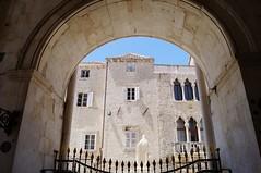 Trogir - vue du portail de la cathdrale (luco*) Tags: croatia cathdrale porche trogir croatie hrvatska dalmatia dalmatie