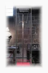 Espasa (j.c peaguda) Tags: nikon monumento stirling escocia espada texto williamwallace surrealista d90 espasa