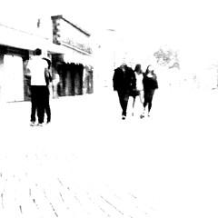 love is the key (joe.laut) Tags: street people bw love germany blackwhite 5 five highcontrast august lovers sw schwarzweiss figures hikey streetshot 2014 fnf hameln incoloro joelaut