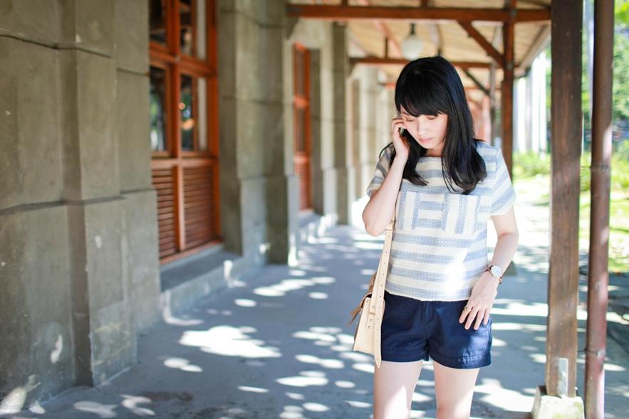dahlia-stripe-top-cambridge-satchel-uniqlo-shorts-2