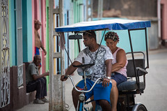 Airdryer (Cornelli2010) Tags: people cuba streetphotography trinidad curler kuba canonef70200mm14l lockenwickler canoneos5dmarkiii