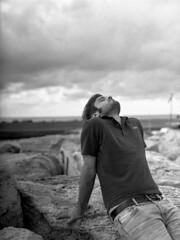 Lavorare, lavorare, lavorare, preferisco il rumore del mare (Silbhe.) Tags: sea portrait bw cliff man 120 mamiya film clouds analog marina mediumformat j dock 645 kodak c trix 400 epson mm 80 19 numana perfection selfdeveloped v500 sekor lucaebbasta