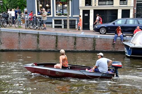 amsterdam boot boat sailing ship nederland thenetherlands streetphotography gracht schip varen grachtengordel straatfotografie facemepls nikond300 yamahabuitenboordmotor yamahaoutboardmotor