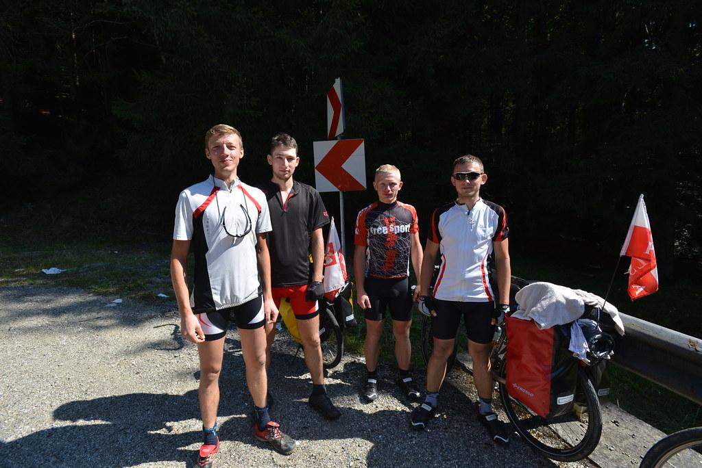 Polish tourers racing up the mountain
