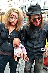 Zombie walk (Philippe Haumesser Photographies) Tags: france zombie strasbourg alsace elsass zombiewalk nikond7000