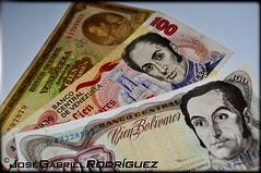 billetes de Simn Bolvar, el libertador! (JoseGabrielU) Tags: money simon nikon bolvar 100 fotografia antiguo dinero moneda coleccion billetes bolivares