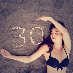 Mes 30 ans  Bali (I-magi'N o.) Tags: birthday sea portrait bali woman beach girl 30 self sand shell playa happybirthday plage autoportait brune anniversaire hb 30ans coquillage 30years franaise indonsie