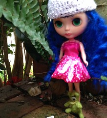 custom blythe Emma wearing new crocheted hat