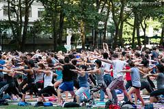 (Javier Redondo) Tags: park street viaje parque people usa yoga canon eos calle gente bryantpark efs eeuu 18135 70d 18135mm canoneos70d eos70d efs18135mmisstm