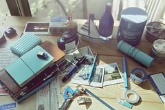 desktop leica blue notebook fountainpen pelikan pens tainan inkwell 家 stationary austinmini lightblue anping 4711 安平 kujaku 孔雀 travelersnotebook summicron35mmf2asph 碧波飛 mttape leicam9p iroshisuku