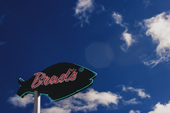 Brad's (Richmond 9) Tags: sign neon signage pismobeach adobecameraraw ef1635mmf28l bradsrestaurant acr84