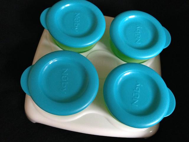 副食品冷凍儲存盒,可以全部一起塞在儲存盤上,方便整組移動@Nuby 鮮果園系列副食品工具