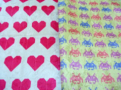 Tecidos com minhas estampas (brunamara1) Tags: game vintage video origami space rosa atari retro corações coração veludo jogo ilustração almofada invaders cadeira estampa tecido estampado forrar