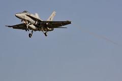 DACT 2014 (Carlos Zamora Zamora-La Mancha Spotters) Tags: plane canon airplane eos islands exercise military 15 landing ala gran canary 12 f18 canaria avion 46 dact vortices lpa aterrizaje gando condensacion 450d gclp canoneos450d
