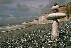 5 Stones at Birling Gap  [ Expored on 12 September 2014] (c.richard) Tags: sussex coast seaside seashore sevensisters d300 balancingstones chalkcliffs balancingrocks coastchalk