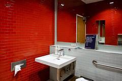 Private bathroom (A. Wee) Tags: deltaairlines 达美航空 skyclub airport lounge 机场 lax losangeles 洛杉矶 california 加州 usa america 美国 bathroom