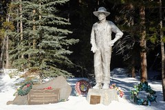 Castle Mountain Interment Camp Memorial (pburka) Tags: memorial statue why internment camp canada banff castlemountain park wreath man plaque snow winter