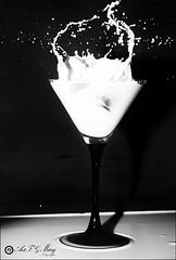 Proyecto 49/365 (Art.Mary) Tags: bodegón stilllife naturemorte leche lait milk splashes salpicaduras splash salpicar éclaboussures proyecto365 canon noiretblanc blackandwhite monocromo monochrome blancoynegro