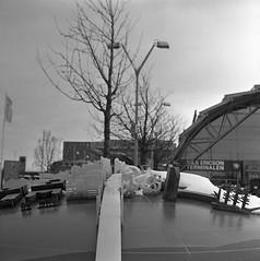 Nils Ericsonsplatsen (rotabaga) Tags: sverige sweden svartvitt göteborg gothenburg lomo lomography lubitel166 tmax400 twinlens mediumformat mellanformat 120 6x6 blackandwhite bw bwfp