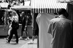 Backstage (renanluna) Tags: backstage homem man feira fair pessoas people monocromia monochromatic pretoebranco blackandwhite pb bw sãopaulo 011 sp br 55 fuji fujifilm fujifilmxt1 xt1 35mm 35mmf14xfr fujinon renanluna