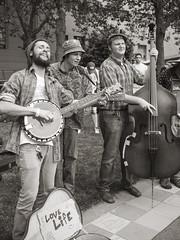 Banjo, Guitar and Bass (doug_r) Tags: blackandwhite bw blancetnoir northwestfolklifefestival blancoynegre p1040654 panasonicgf1 pacificaphoto leica20mmf17 2014rosenoffphotographyllcallrightsreserved simplelrprocessinglwmodtoning 20140524