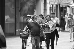 Aqui (neftali89) Tags: street blackandwhite bw white streetart black blancoynegro blanco beautiful blackwhite strada noiretblanc negro bn blanche bergamo bianco nero bianconero blanconegro sguardi monocromatico