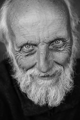 Stay hungry, stay foolish! (Giulio Magnifico) Tags: life friends inspiration man macro closeup composition contrast crazy interesting intense eyes funny shadows emotion jobs expression character citylife streetphotography streetportrait sharp elder hungry aged curious gaze glance xd foolish genuine eighty udine nikond800e nikkormicro105mmafsvrf28