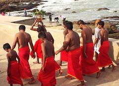 Puja for Kanya.... (sigurshoot) Tags: sea india beach mare spiaggia puja tamilnadu kanyakumari