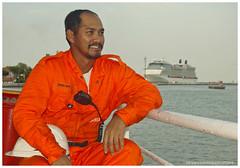 Bow Balearia Crew (Rhannel Alaba) Tags: italy nikon crew bow ravenna d90 balearia pido alaba rhannel