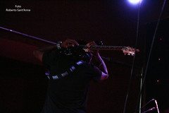 Eric Gales at Gillans ' Inn English Rock Bar - So Paulo - Br (Roberto Sant'Anna) Tags: world usa 6 three eric br guitar memphis guitarra gales rap paulo gillan sao prophet mafia posse rbs guitarrist