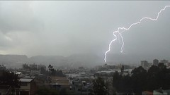 rayo en quito (efosoc) Tags: naturaleza luz lluvia quito ecuador amazing lightning rayo trueno relampago asombroso