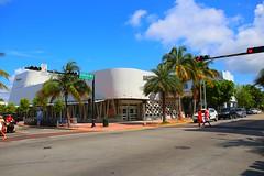 IMG_7145 (AndyMc87) Tags: miami boulevard avenue beach street sky clouds blue collins palm traffic light cross super market art decor house architecture canon eos 6d l
