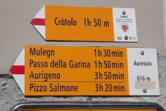 Wegweiser Auressio ( TI - 616 m - Standorttafel Tessiner Wanderwege ) im Dorf Auressio im Onsernonetal - Valle Onsernone im Kanton Tessin der Schweiz (chrchr_75) Tags: albumzzz201703märz märz 2017 hurni christoph hurni170302 kantontessin tessin südschweiz schweiz suisse switzerland svizzera suissa swiss onsernonetal valle onsernone kanton susise chrchr chrchr75 chrigu chriguhurni chriguhurnibluemailch wegweiser standorttafel