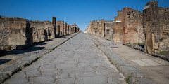 Via dell'Abbondanza (Pompei) (jeff_a_goldberg) Tags: summer italy campania unescoworldheritagesite unesco pompeii pompei scavidipompei excavationsofpompeii
