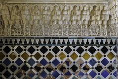 C2189-Zcalo cermico y mocrabes de estuco (La Alhambra) (Eduardo Arias Rbanos) Tags: decorations art sex architecture composition tile arquitectura nikon arte plaster sexo ornaments alhambra granada azulejo stucco zcalo islamicart laalhambra d300 composicin decoracin baseboard yeso estuco skirtingboard muslimart alicatado mocrabe artenazar artemusulmn