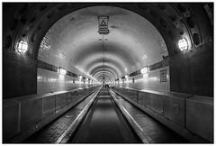 2507 - Alter Elbtunnel. (go4silver) Tags: leica tunnel wb m sw alter elbtunnel m240