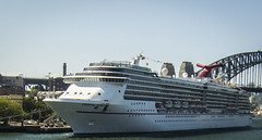 Carnival Spirit (TOXTETH L8) Tags: cruiseship sydneyharbour carnivalspirit