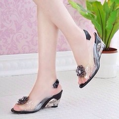 ว้าว!รองเท้าแก้ว ส้นสูงแฟชั่นเกาหลีสวยหรูหราแต่งดอกไม้แก้ว นำเข้า พรีออเดอร์HS9099 ราคา1100บาท สวยแบบเจ้าหญิงอินเทรนด์ ส้นสูงใสแบบแก้วสวยหรูหราให้คุณดูมั่นใจ เป็นรองเท้าส้นสูงสวยได้ในชุดทำงานและไปเที่ยวสไตล์เกาหลีไม่ซ้ำแบบใครใส่เข้าชุดชุดเดรสแฟชั่นสวยในงา
